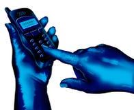 Usando o telefone de pilha Imagens de Stock Royalty Free