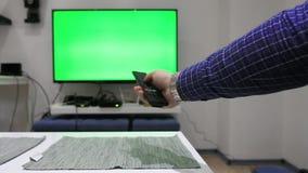 Usando teledirigido para la TV