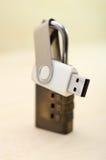 USB与关键锁的拇指驱动 库存照片