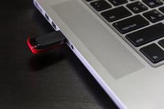 USB单词和拇指推进或者棍子虚拟内存存贮 免版税库存照片