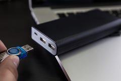 USB单词和拇指推进或者棍子虚拟内存存贮 免版税库存图片