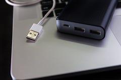 USB单词和拇指推进或者棍子虚拟内存存贮 库存图片