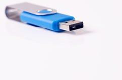 USB在白色背景的闪光驱动 一刹那驱动位于技术的图片概念的角落 库存图片