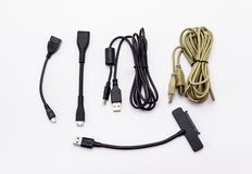 USB缆绳的不同的类型 查出在与裁减路线的一个空白背景 图库摄影