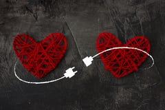 USB缆绳连接的两心脏 爱,婚礼,华伦泰` s天题材  库存图片