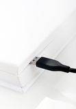 USB缆绳被连接到书 免版税图库摄影