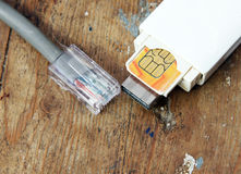 Usb调制解调器和互联网缆绳 库存图片