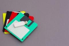 USB闪光驱动和floppys 免版税库存照片