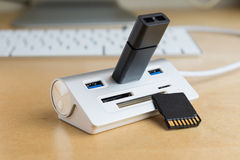 0 3 usb 0个插孔,普遍存储卡增量剂 免版税图库摄影