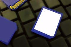 USB-Blitz-Antrieb auf einer dunklen Tastatur Weicher Fokus Lizenzfreies Stockbild