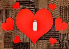 USB-Blitz-Antriebe mit Herz-Formen Lizenzfreies Stockfoto
