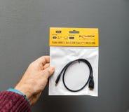 USB-C к микро- кабелю USB для компьтер-книжки Яблока Стоковое фото RF