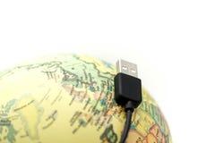 USB Depeszuje z kuli ziemskiej światową mapą, związaną kuli ziemskiej pojęcie Zdjęcia Stock