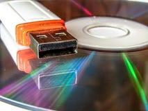 USB exponeringsdrev och CD arkivbild