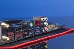 USB för bakpanel för datordel ljudsignal, Ethernetkontaktdon USB 3,0, HDMI på moderkortet Fotografering för Bildbyråer