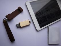 USB-flashstation om uw gegevens en van verschillende media dossiers op te slaan stock afbeelding