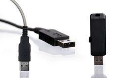 USB flitsaandrijving en draad Stock Foto