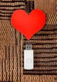 USB-Flitsaandrijving met Hartvorm Stock Afbeeldingen