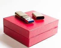 USB flitsaandrijving op witte achtergrond Stock Afbeelding