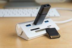 Usb 3 0 hub, supplément universel de carte de mémoire photographie stock libre de droits