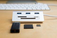 Usb 3 0 hub, supplément universel de carte de mémoire photos stock