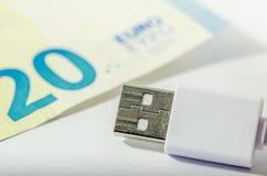 Usb-kabel och euro Royaltyfria Bilder
