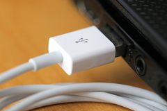 USB kabel och portUSB anteckningsbok Fotografering för Bildbyråer