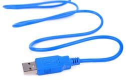 USB-Kabel-Stecker lokalisiert auf weißem Hintergrund stockfotografie