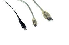 USB-, MiniUSB- und MikroUSB-Verbindungsstücke lokalisiert auf Weiß Stockfotos