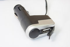 Usb negro del plástico y un cargador más ligero para el coche Foto de archivo