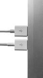 USB-Port-Plugin zum Laptopfarbschwarzweiss-Isolat Lizenzfreie Stockfotos