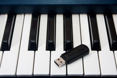 Usb stick on the black and white keyboard Royalty Free Stock Photography