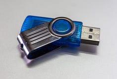 USB-van de flitskaarten en duim aandrijving of de opslag van het stok Virtuele geheugen Stock Afbeeldingen