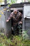 Uscire del cacciatore della capanna Immagine Stock Libera da Diritti