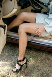 Uscire della donna di affari dell'automobile 2 Immagine Stock