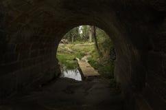 Uscita da un tunnel verso la natura immagine stock libera da diritti