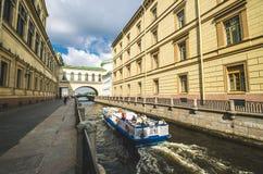 Uscita del canale di inverno a Neva River La Russia, St Petersburg 17 agosto 2017 Immagini Stock Libere da Diritti