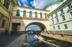 Uscita del canale di inverno a Neva River La Russia, St Petersburg 17 agosto 2017 Fotografia Stock