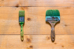 Used brushes on raw wood board surface. Flat view from top Stock Photos