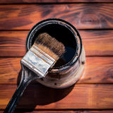 Used paint brush next to a paint can, view from above Royalty Free Stock Photos
