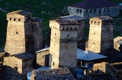 多山Ushguli村庄,乔治亚石塔  库存图片