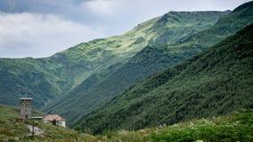 Ushguli, Georgia - 2 agosto 2015: Oscilli la torre in Ushguli, Svaneti superiore, la Georgia, Europa Immagine Stock Libera da Diritti