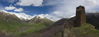 Ushguli Panorama, Juni 2011 stockfoto