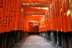 Ushimi Inari Taisha relikskrin i Kyoto, Japan Arkivfoto