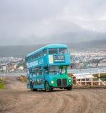 USHUAIA ARGENTINA - mars, 01: Turist- buss för dubbel däckare i Usu Royaltyfri Fotografi