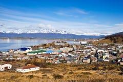 Ushuaia. Kleurrijke huizen in de Patagonian stad, Argentinië Stock Afbeelding