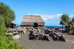 Usine à la maison pour la production du sel de mer sur l'océan Images libres de droits
