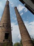Usine abandonnée sur les périphéries de la ville photos stock