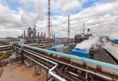 Usine chimique pour la production du fertilisation à ammoniaque et à azote le temps de jour Photographie stock libre de droits