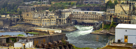 Usine d'énergie hydroélectrique photographie stock libre de droits
